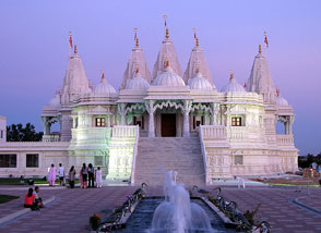 New Temple Weighs Heavy in Transnational Digital Age