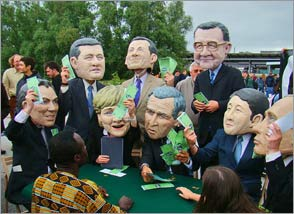 G8 leaders - Oxfam photo stunt - G8 dirigeants - les acrobaties photographiques d'Oxfam